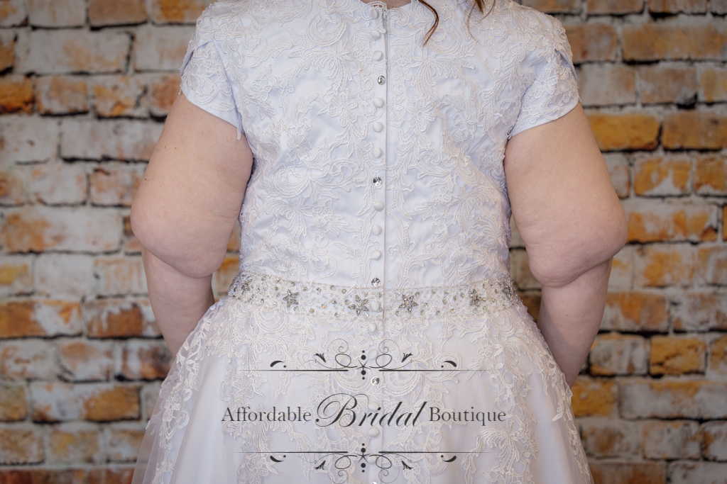 White Ball Gown (D113 Size 20)